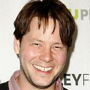 who is Ike Barinholtz dating
