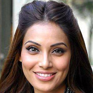 Karan Singh Grover Wife