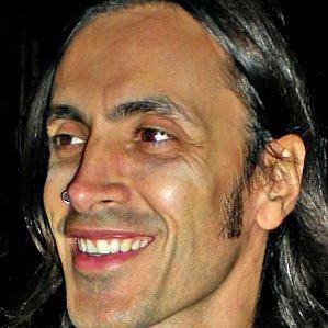who is Nuno Bettencourt dating