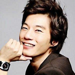 who is Lee Chun-hee dating