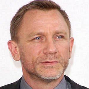 who is Daniel Craig dating