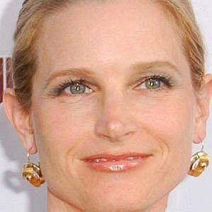 who is Bridget Fonda dating