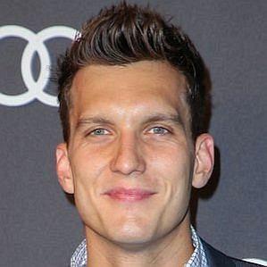 Scott Michael Foster profile photo