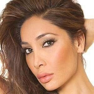 who is Sofia Hayat dating