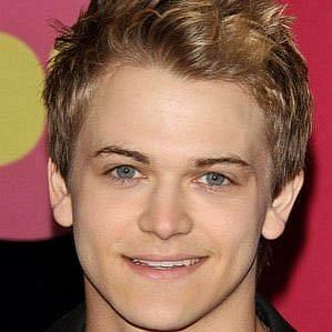who is Hunter Hayes dating