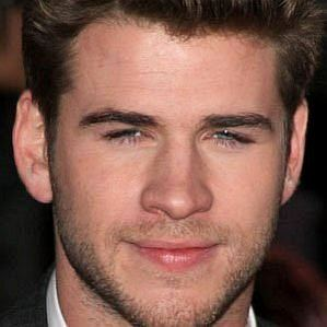 who is Liam Hemsworth dating