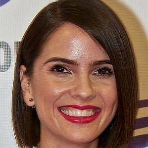 Shelley Hennig profile photo