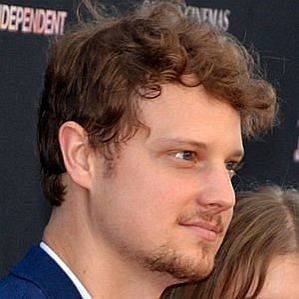who is Isom Innis dating