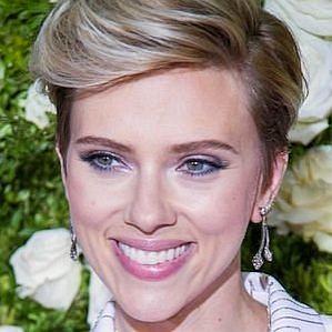 who is Scarlett Johansson dating