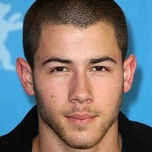who is Nick Jonas dating