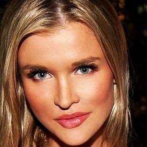 who is Joanna Krupa dating