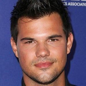 who is Taylor Lautner dating