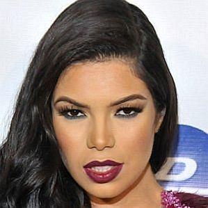 Suelyn Medeiros profile photo