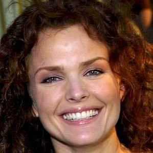 Dina Meyer profile photo