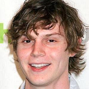 Evan Peters profile photo