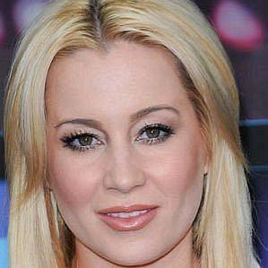 who is Kellie Pickler dating
