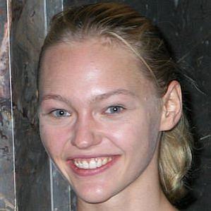 who is Sasha Pivovarova dating