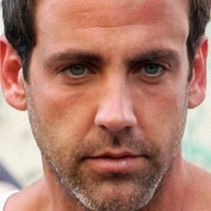 who is Carlos Ponce dating