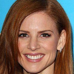 who is Sarah Rafferty dating