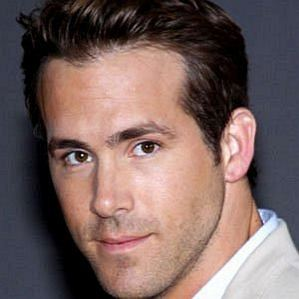 who is Ryan Reynolds dating