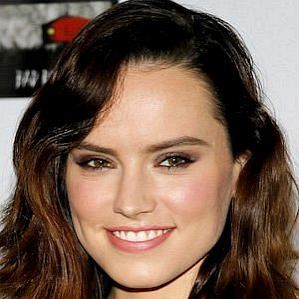 who is Daisy Ridley dating