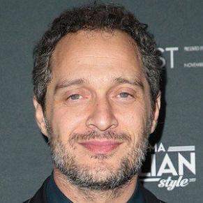 who is Claudio Santamaria dating