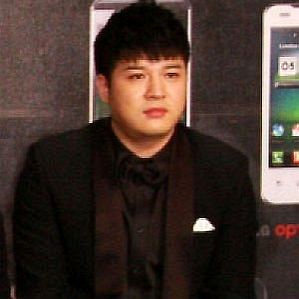 who is Shindong dating