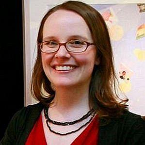 Raina Telgemeier profile photo