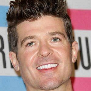who is Robin Thicke dating