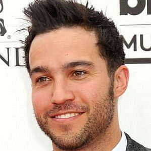 who is Pete Wentz dating